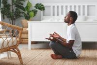 برای داشتن عمری طولانیتر، روی زمین بنشینید!