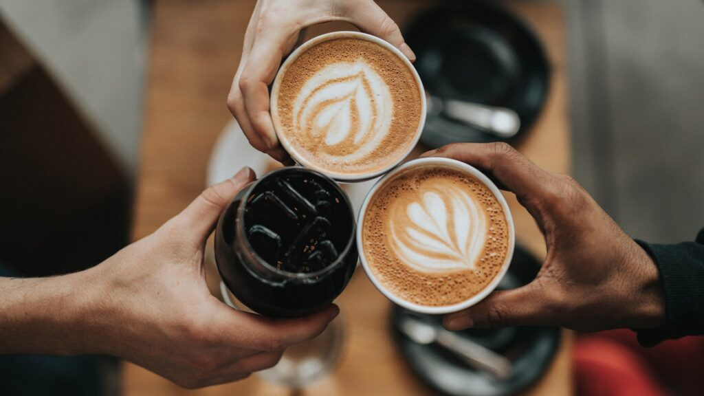 قهوه چگونه بر روحیهی شما تاثیر میگذارد؟