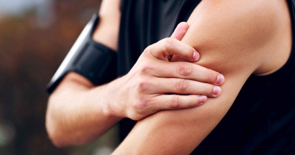 گر هنگام خستگی ورزش میکنید، باعث تحمیل فشار اضافی به بدن خواهد شد. همچنین تمرین در این حالت، روی تکنیک تمرینی شما تأثیر میگذارد و احتمال آسیبدیدگی جسمانی را افزایش میدهد