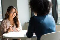 با ۱۰ ترفند ساده بر استرس مصاحبه غلبه کنید!