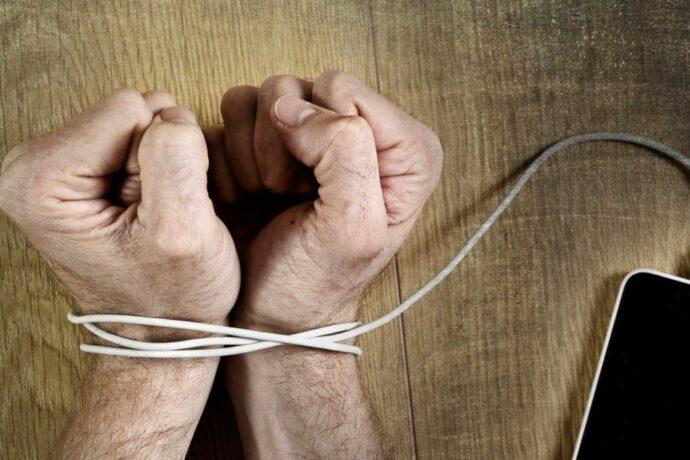 تلفنهای همراه حالا بخشی جدانشدنی از زندگی ما هستند و بدون وجودشان، بسیاری از کارهای ما لنگ میماند و انگار که به دلیل دامنه تأثیرگذاری این تجهیزات الکترونیکی در زندگی روزمرهمان هر روز بیشتر از روز گذشته دچار اعتیاد به گوشی شدهایم